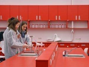 Előkészületek a laborban