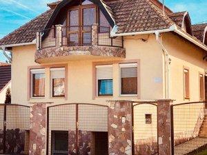 (HU) Aranyló Apartmanház
