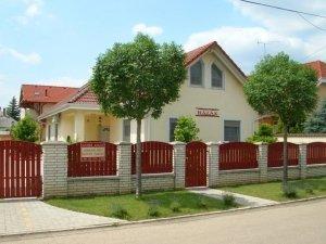 Boglárka Házak