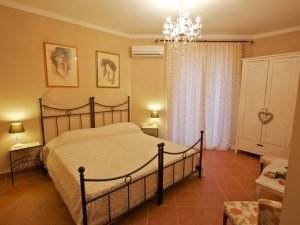 Apartamentul şi Vila Toscana