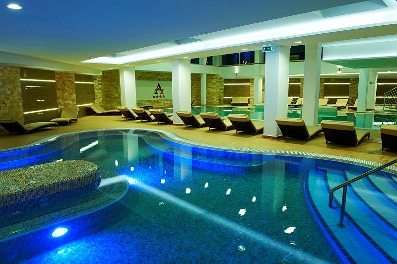 http://hajduszoboszlo.hu/wp-content/gallery/hotel-atlantis/hotel_atlantis_fokep.jpg