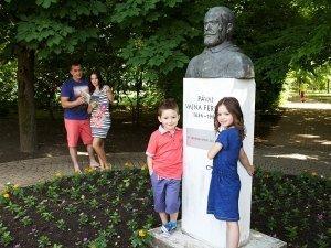 Dr Pávai Vajna Ferenc szobor Hajdúszoboszló