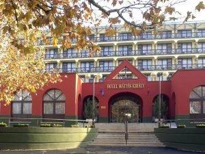 matyas-kiraly-hotel-ev-eleji-akcio